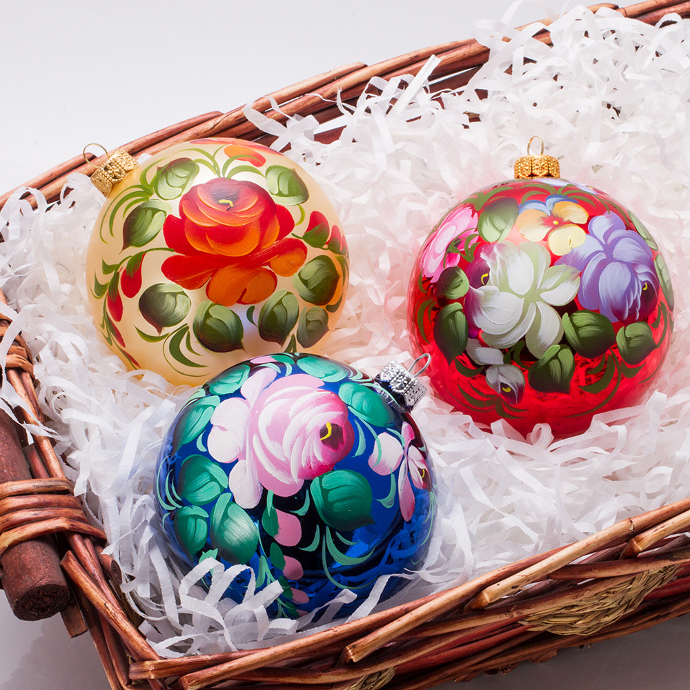 Holiday Bouquet. Zhostovo Ball Christmas Ornament ...